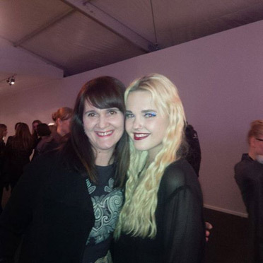 Anita Lafer mit Bonnie Strange auf der Berlin Fashion Week:  (© )