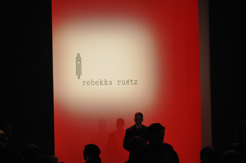 Tag 2: Die neueste Kollektion von Rebekka Ruétz (© Great Lengths)