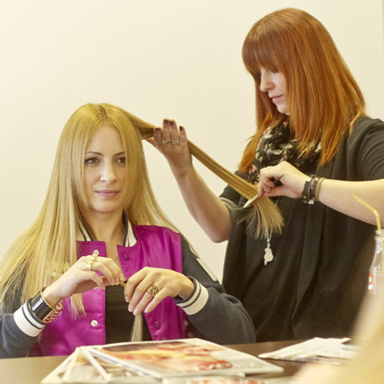 Carolin mit ihren neuen Extensions von Great Lengths (© Great Lengths)