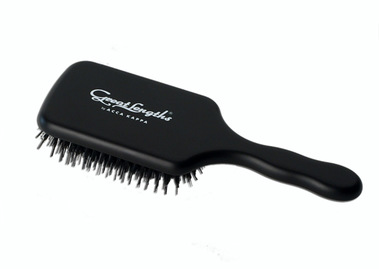 ACCA KAPPA PADDLE BRUSH:  (© Great Lengths)