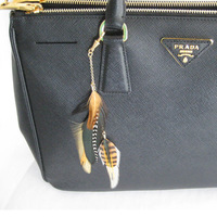 PRADA Tasche mit Feather Charms natueral: Anita Lafer, 27.2.2014 (© Great Lengths)