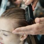 Zurückbürsten des Haares