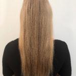 Lisa, bevor sie die Haarverlängerung bekommt