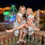 Die Meisetwins Nina und Julia Meise auf der Blond Wiesn