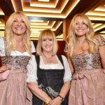 Die Zwillinge Ayse Auth und Hatice Nizam auf den Blond Wiesn