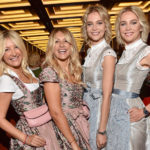 Die Meisetwins Nina und Julia Meise und die Zwillinge Ayse Auth und Hatice Nizam im Roomers Hotel