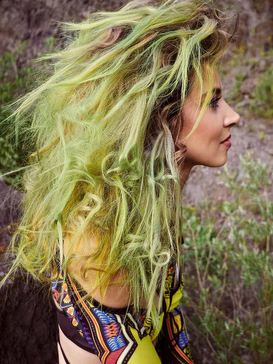 Look 5 - Haar in frischem Grün, wie es in der Natur vorkommt
